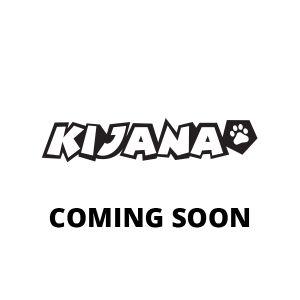 Kijana práctica con conos de tráfico